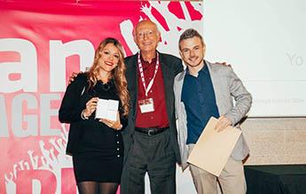María Mendoza and Manu Gómez receiving TNS Awards 2015
